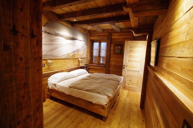 Arredamento camere dal 39 albergo for Camere in legno