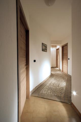Arredamento camere dal 39 albergo for Arredo camere albergo
